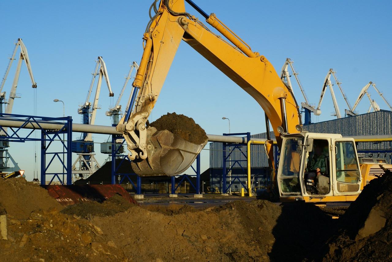 digger in ore mine - dreamstime_5440864.jpg